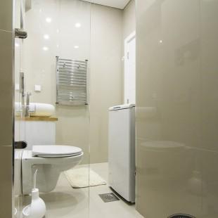 kupatilo sa granitnim pločicama