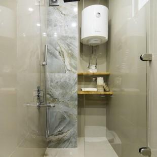 moderno kupatilo - tuš sa staklenim paravanom