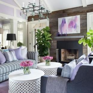 dnevna soba sa detaljima u boji lavande