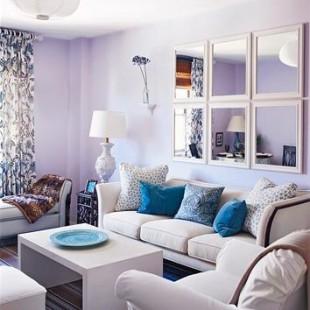 dnevna soba sa zidovima u boji lavande