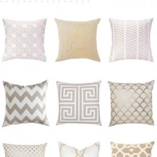 komplet elegantnih belo bež zlatnih jastuka