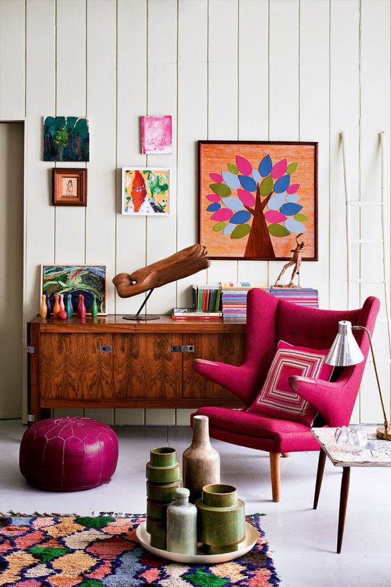 pink retro fotelja