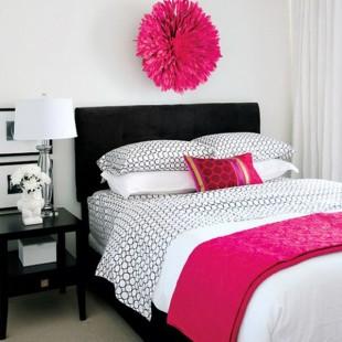 pink detalji u spavaćoj sobi