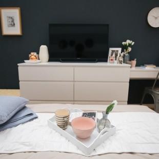 komoda i TV u spavaćoj sobi