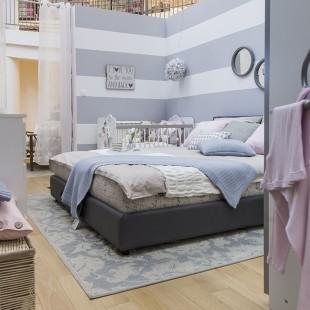 prugasti zid u spavaćoj sobi