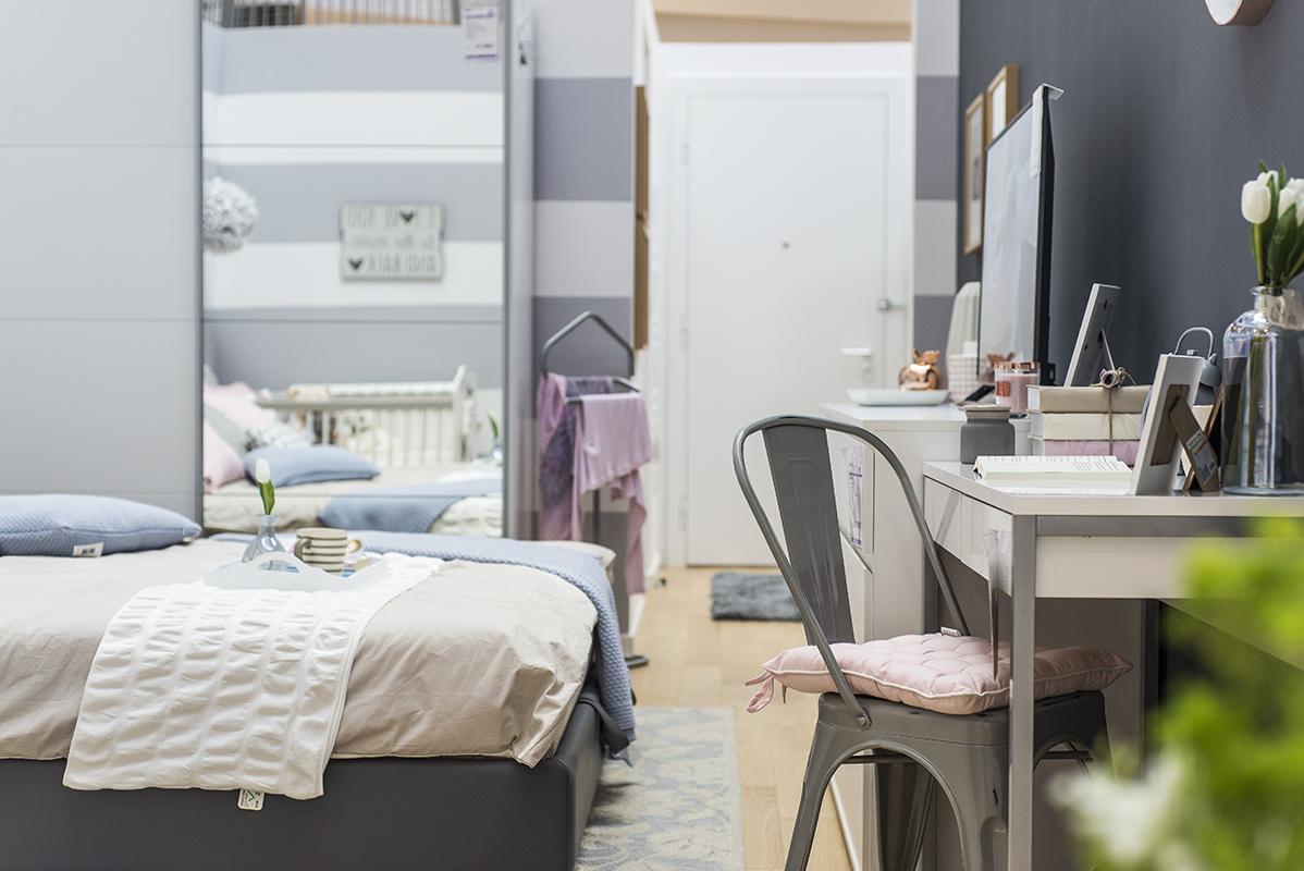 siva spavaća soba