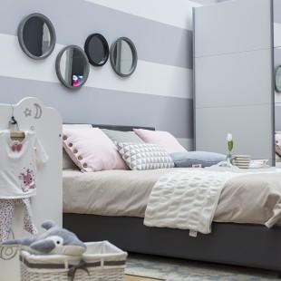 sive pruge na zidu spavaće sobe