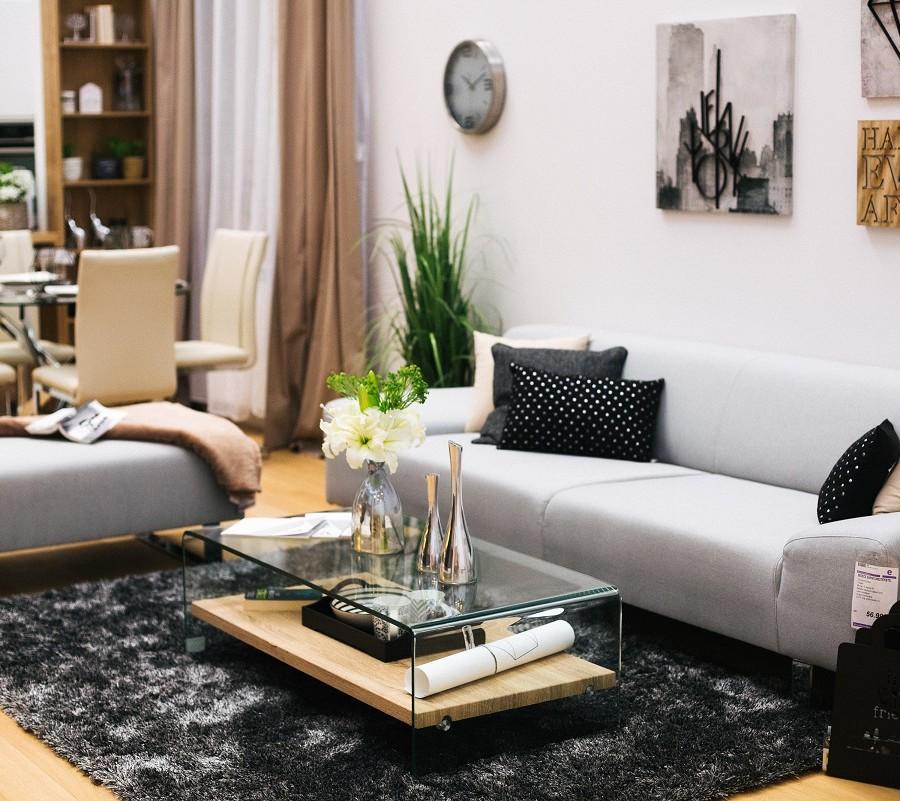 sivo-crna-kombinacija-u-dnevnoj-sobi