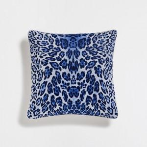 dekorativni-jastuk-tigrasto-plav
