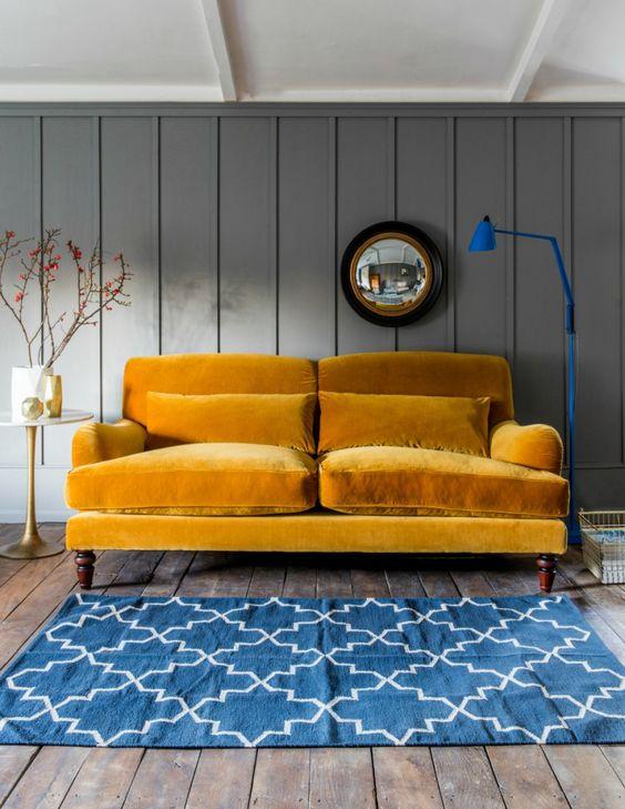 sofa-u-senf-zutoj-boji-dnevna-soba