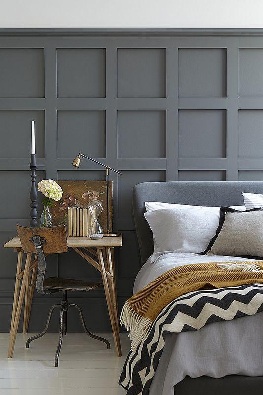spavaca-soba-sivi-zidovi-dekoracija-u-senf-zutoj-boji