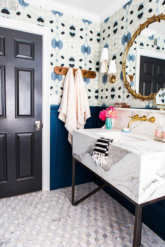 detalji u plavoj boji u kupatilu