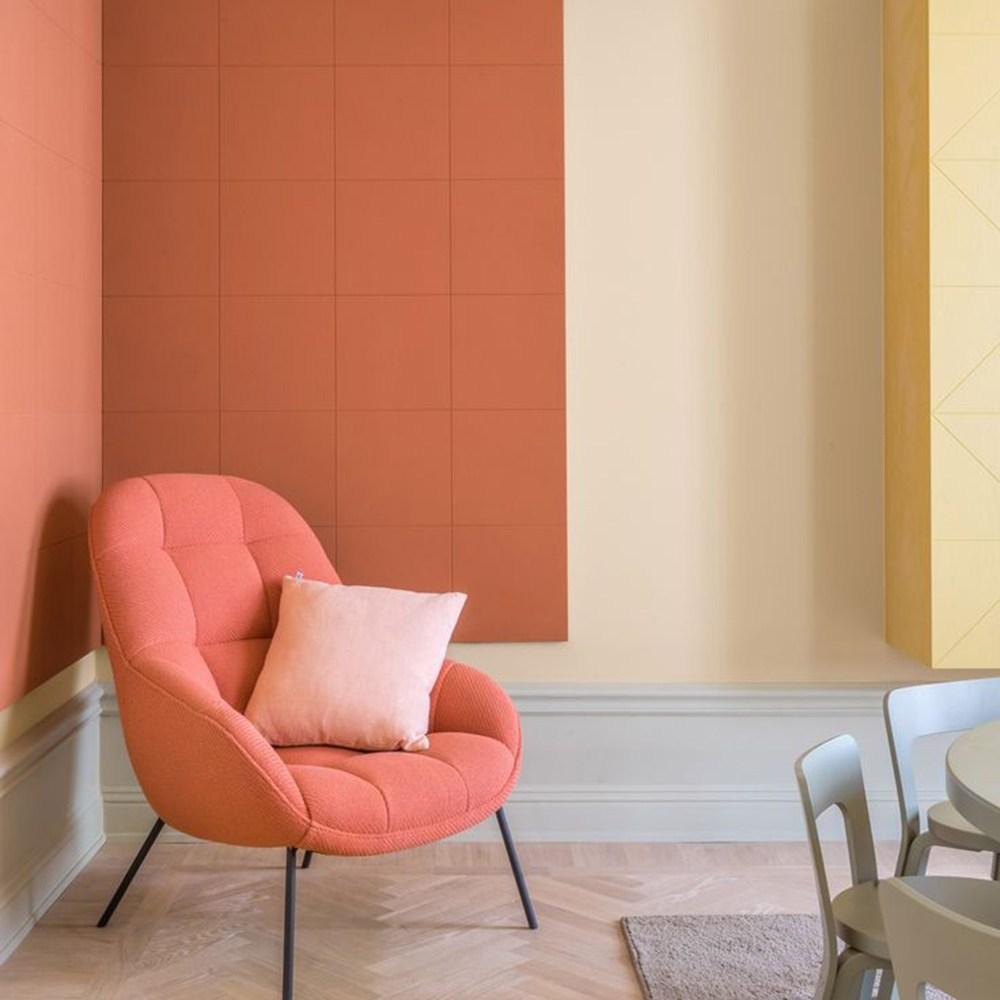 11 Koralno crvena fotelja